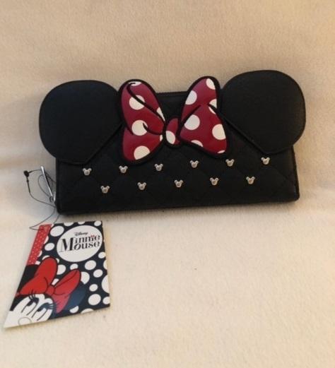 Minnie wallet n necklace 01