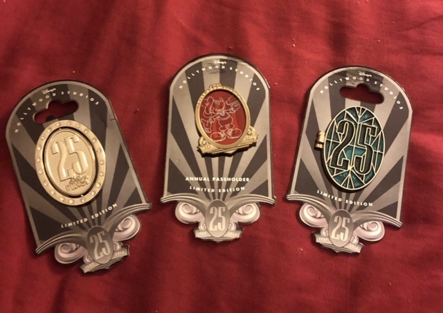 Dhs 25th anniversary le annual passholder pin set